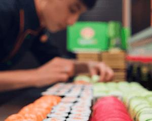 Как убедиться в свежести роллов и суши