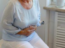 Лечение запоров у пожилых людей препаратами и народными средствами